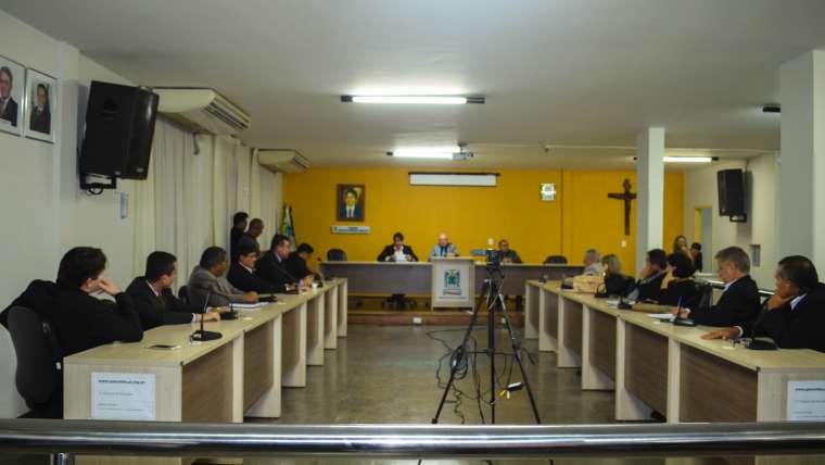 Sessão extraordinária da Câmara Municipal de Parnaíba para aprovação do projeto de lei complementar nº4.117/2017