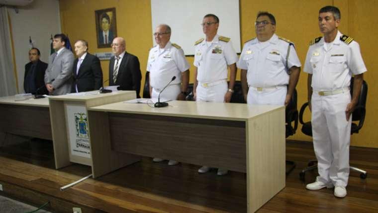 Oficiais da Marinha do Brasil são homenageados por vereadores de Parnaíba
