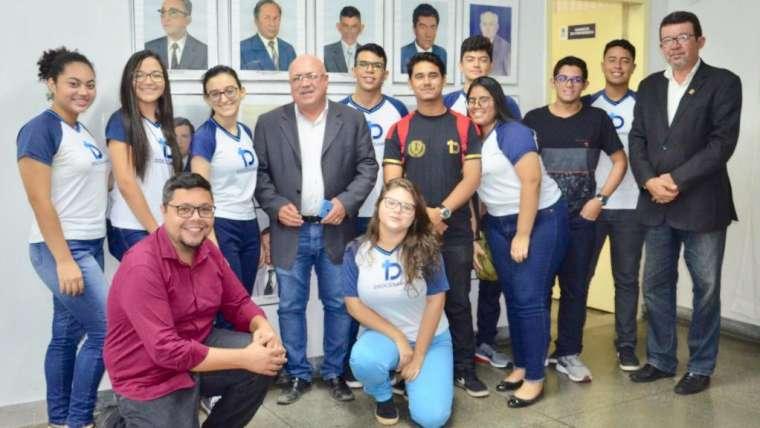 Alunos do ensino médio visitam Câmara Municipal durante sessão ordinária
