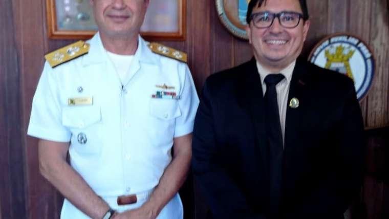 Vereador Edcarlos Gouveia representa o Poder Legislativo na recepção do Almirante Almir Garnier